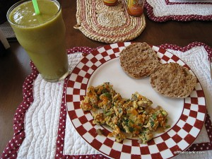 Smoothie, scrambled eggs, english muffin