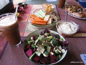 Smoothie, salad, munchies