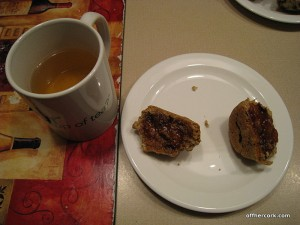 Tea and a muffin with jelly