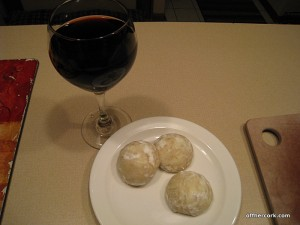Red wine and cookies