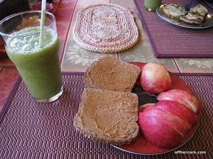 Smoothie, apple, bread
