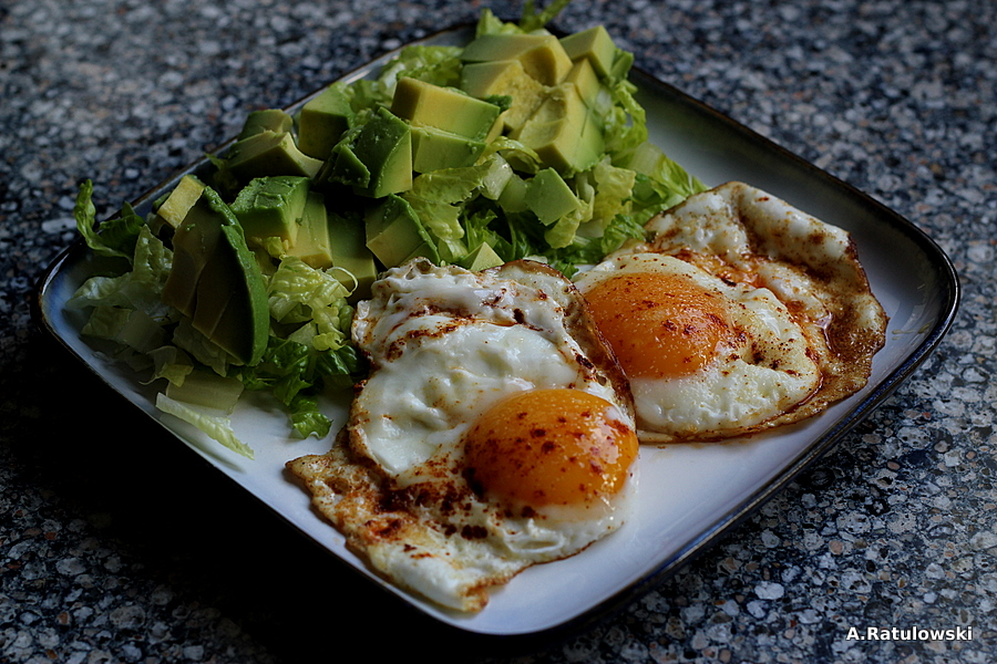 Fried eggs with avocado salad