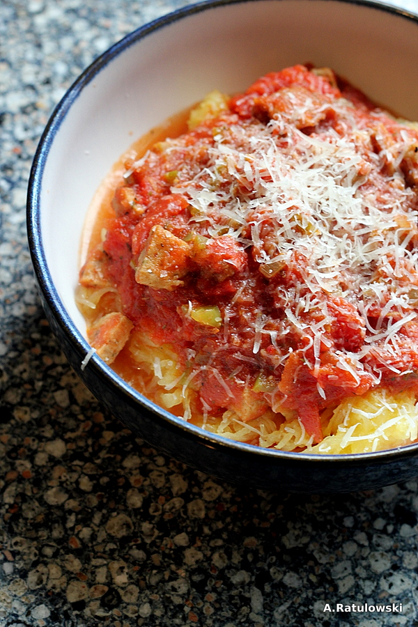 Spaghetti squash and tomato sauce