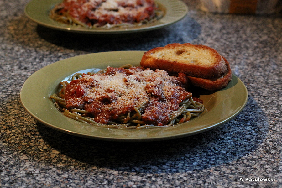 Pasta and garlic bread
