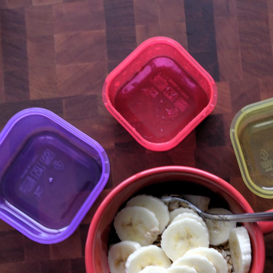 Yogurt with granola and banana